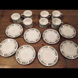 GIBSON Holly Berries Cups Saucers China Lot EUC